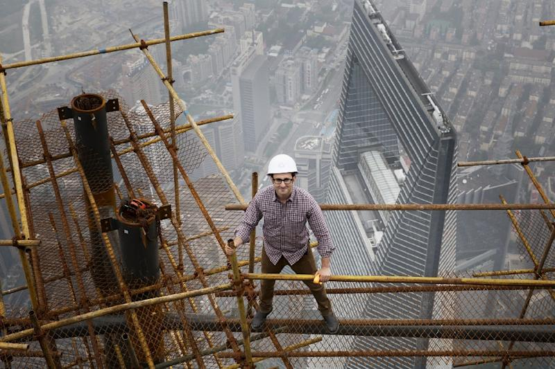 """Architect Danny Forster, the host of """"How China Works"""", a three-part series that will air on The Discovery Channel, stands on building scaffolding high above Shanghai (AFP Photo/)"""