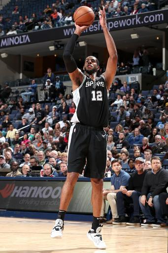 MEMPHIS, TN - FEBRUARY 12: LaMarcus Aldridge #12 of the San Antonio Spurs shoots a three point basket against Memphis Grizzlies on February 12, 2019 at FedExForum in Memphis, Tennessee. (Photo by Joe Murphy/NBAE via Getty Images)