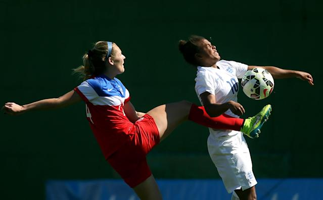 LA MANGA, SPAIN - MARCH 04: Alleandra Watt (L) of USA and Nikita Parris (R) of England fight for the ball during the women's U23 international friendly match between USA U20 and England U23 on March 4, 2016 in La Manga, Spain. (Photo by Johannes Simon/Bongarts/Getty Images)