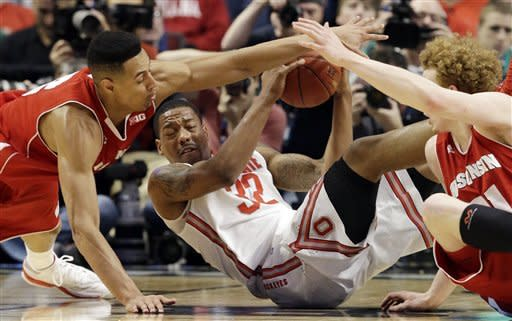Ohio State guard Lenzelle Smith, Jr. (32) battles for a loose ball against Wisconsin forward Ryan Evans, left, and forward Mike Bruesewitz during the first half of an NCAA college basketball game in the championship of the Big Ten tournament Sunday, March 17, 2013, in Chicago. (AP Photo/Nam Y. Huh)