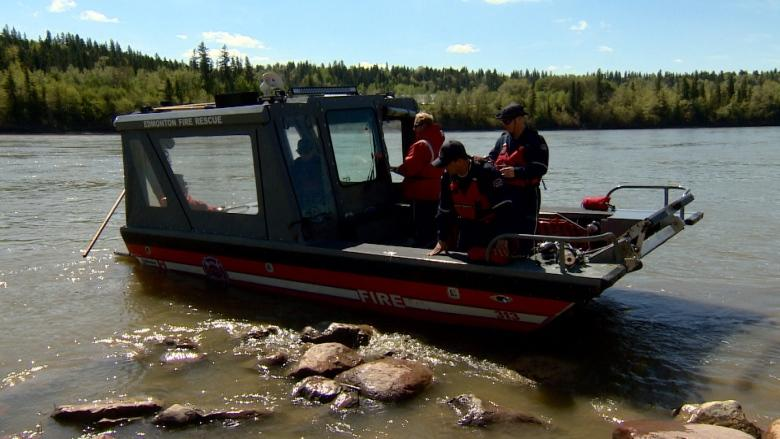 Edmonton fire, Canadian Red Cross remind boaters to wear life-jackets