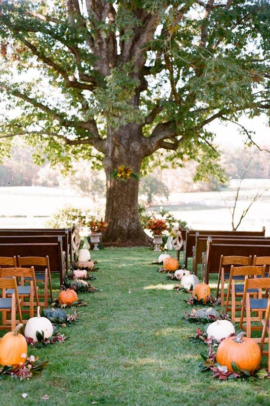 <p>Frame your walk down the aisle with a subtle fall aesthetic. Mix and match different pumpkin shapes and sizes for effortless, farm-like charm, and add seasonal greenery at the base to blend.</p>