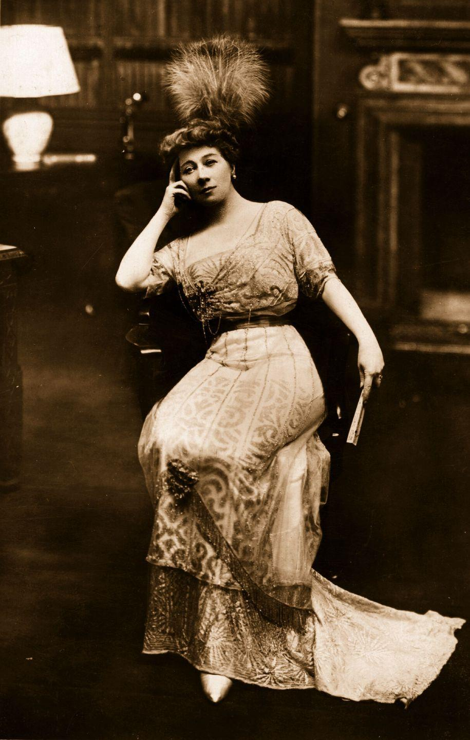<p>Again, this period welcomed lighter fabrics like chiffon, and a woman's silhouette was more streamlined than ever before. Elaborate details like beading and velvet sashes were also in vogue.</p>