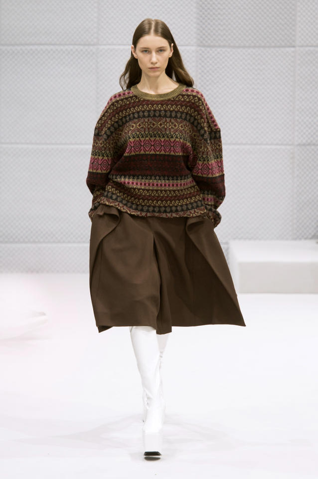 <p>A model walking during the Balenciaga Fall 2016 show wearing an intarsia knit sweater, spearheading the granny-sweater trend.</p><p><i>(Photo: ImaxTree)</i></p>