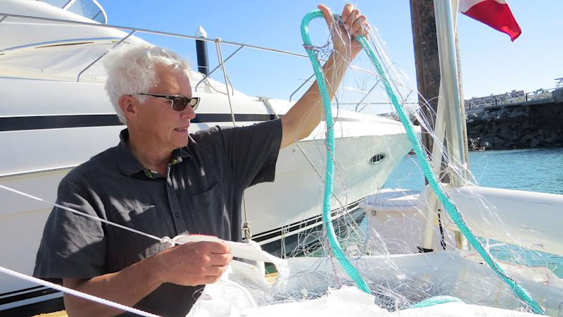 Mads Peter Heide-Jorgesen, a Danish biologist, shows a lightweight net that would be used to capture vaquitas. (Photo by Sandra Dibble/San Diego Union-Tribune)
