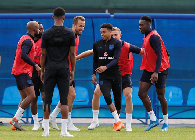 Soccer Football - World Cup - England Training - England Training Camp, Saint Petersburg, Russia - June 17, 2018 England's Jesse Lingard, Fabian Delph, Marcus Rashford, Jordan Henderson, Danny Welbeck and team mates during training REUTERS/Lee Smith