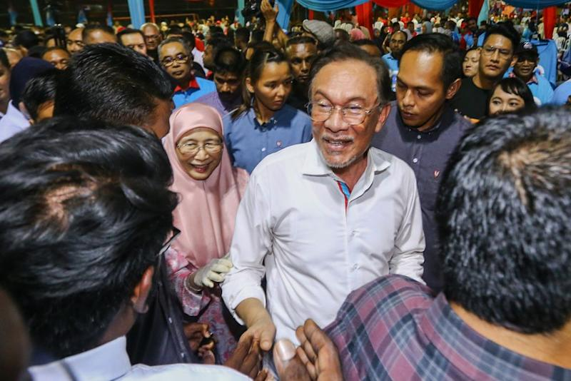 Anwar is currently in Mecca with his family and is expected to return to Malaysia tomorrow. — Picture by Hari Anggara