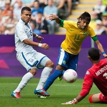 Brazil's Neymar, center, is tackled by Honduras' Arnold Peralta, left, and Honduras' Jose Mendoza, right, during the quarterfinal men's soccer match between Brazil and Honduras at the London 2012 Summer Olympics, Saturday, Aug. 4, 2012, at St James Park in Newcastle, England. (AP Photo/Chris Clark)