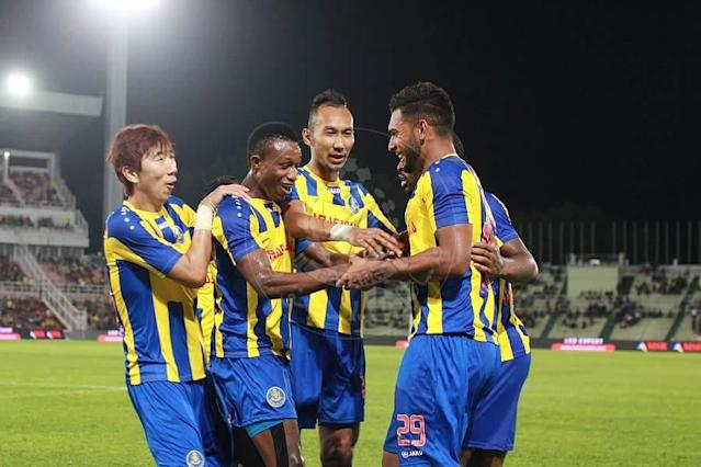 Pahang edge out an error-prone JDT in the first leg of their FA Cup quarter-final tie, held at the Darulmakmur Stadium.