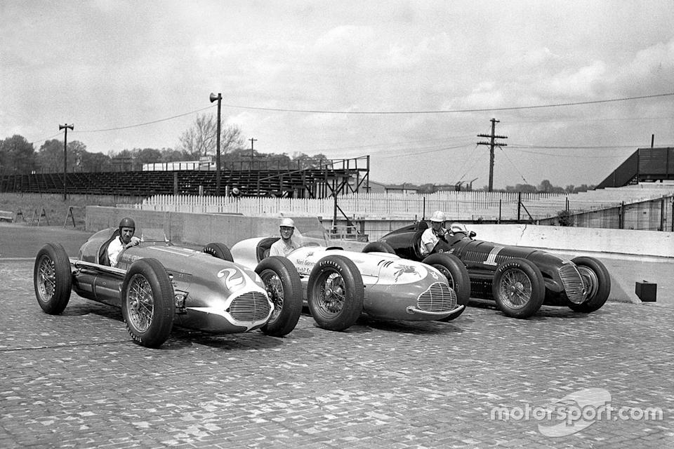 """Pole for Horn (right) in 1947. Although Ted appears to be eyeing Cliff Bergere's Kurtis-Novi enviously, it's Mauri Rose (left) who will win the race in controversial circumstances. <span class=""""copyright"""">IMS Photos</span>"""