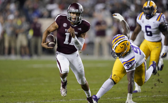 "Texas A&M quarterback <a class=""link rapid-noclick-resp"" href=""/ncaaf/players/274896/"" data-ylk=""slk:Kellen Mond"">Kellen Mond</a> (11) breaks away from LSU defensive end Glen Logan (97) during the first half of an NCAA college football game Saturday, Nov. 24, 2018, in College Station, Texas. (AP Photo/David J. Phillip)"