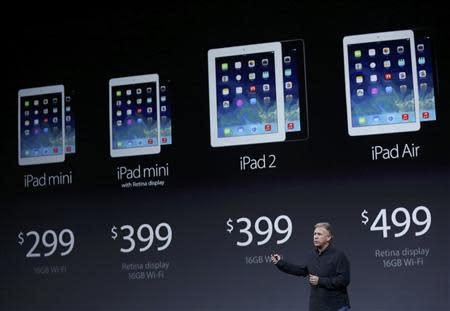 Philip W. Schiller, Senior Vice President of worldwide marketing at Apple Inc, introduces the new iPads during an Apple event in San Francisco, California October 22, 2013. REUTERS/Robert Galbraith