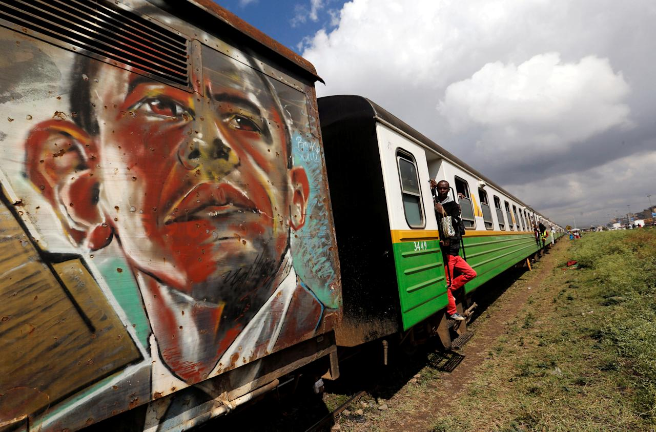 A portrait of former U.S. President Barack Obama is seen spray painted on an overloaded Nairobi Commuter Rail Service (NCRS) commuter train, as passengers travel from the Mutindwa station, during a strike by the Federation of Public Transport operators in Nairobi, Kenya November 12, 2018. REUTERS/Thomas Mukoya TPX IMAGES OF THE DAY