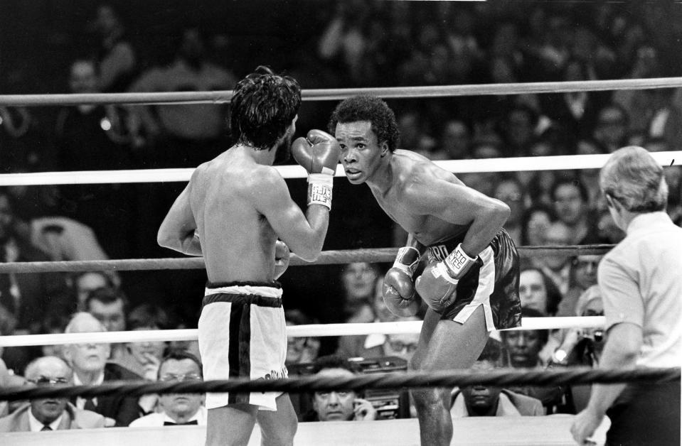 """FILE - In this Nov. 25, 1980 file photo, Sugar Ray Leonard, right, taunts at Roberto Duran in the ring during a WBC Welterweight Championship fight refereed by Octavio Meyran in New Orleans, La. Sugar Ray Leonard, Roberto Duran, Thomas Hearns and Marvelous Marvin Hagler delivered when it mattered, and two of the fights are considered to be among the greatest ever. A four-hour documentary, """"The Kings"""" explores the magical decade. (AP Photo, File)"""