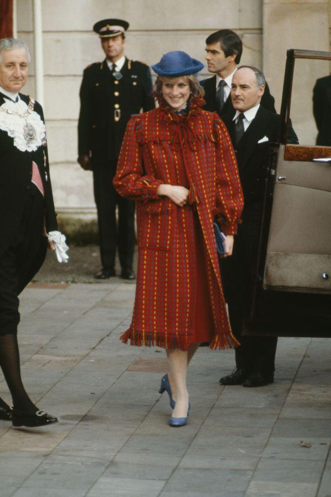 <p>The best coats are basically blankets, but Diana took it one step further, basically wearing essentially a rug around her shoulders. A victory for women everywhere.<br></p>