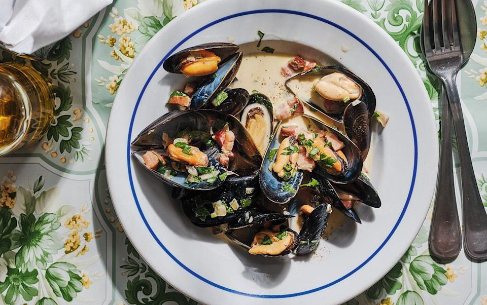 Moules poulettes - Haarala Hamilton and Valerie Berry