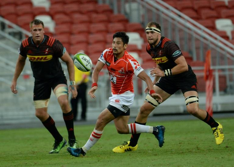 Keisuke Uchida (C) of Sunwolves collects a pass during their Super Rugby match against the Stormers in Singapore