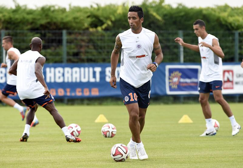 Montpellier's newly recruited player, Paraguayan forward Lucas Barrios (L), takes part in his first training session with his new team, on August 12, 2014 in Montpellier