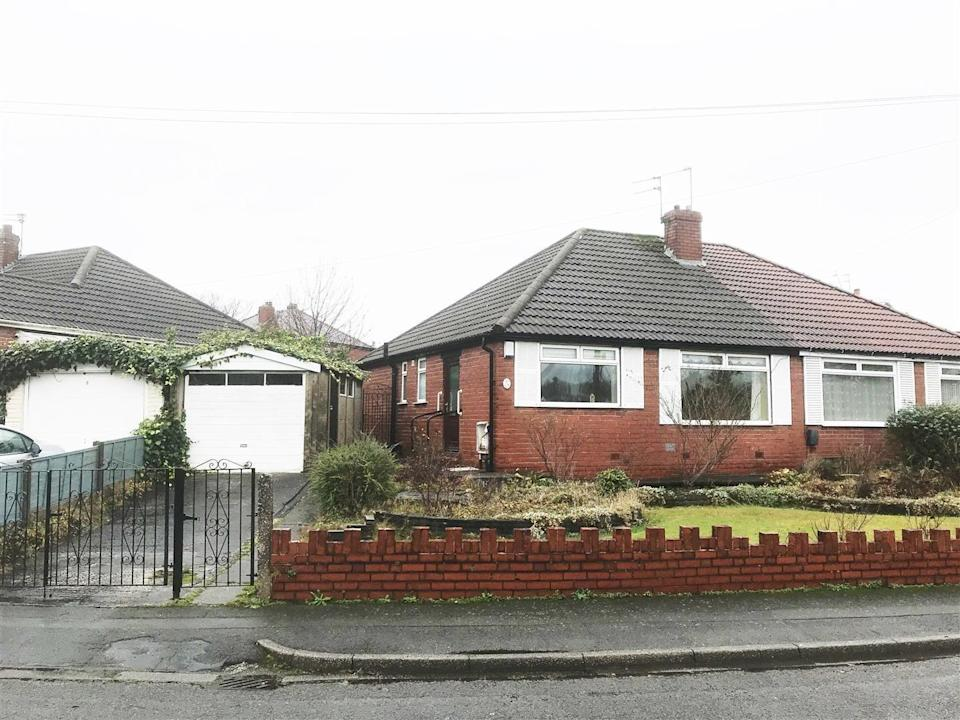 """<p>Step inside this doer-upper in Manchester and you'll find a kitchen/diner, two double bedrooms, an internal hallway, a shower room and a separate WC. Think you could be up for the project? Take a peek at the work that needs doing...</p><p><a href=""""https://www.zoopla.co.uk/for-sale/details/57689297/"""" rel=""""nofollow noopener"""" target=""""_blank"""" data-ylk=""""slk:This property is currently on the market for £149,950 with Cousins Estate Agents via Zoopla."""" class=""""link rapid-noclick-resp"""">This property is currently on the market for £149,950 with Cousins Estate Agents via Zoopla.</a> </p>"""