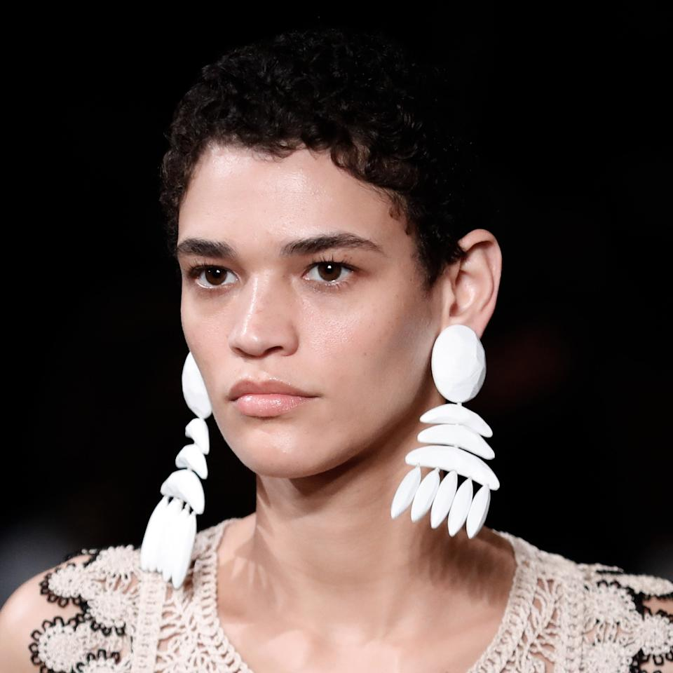 """The supersized earrings, pastel sunglasses, and sustainable bags and fabrics certainly stood out on the runway at Stella McCartney's show, but so did something else: the super glowy, natural skin. The hair and makeup were mainly minimal, so Tata Harper helped to prep each models' complexion for the runway. Skin was cleansed with <a href=""""https://www.sephora.com/product/nourishing-oil-cleanser-P392142"""" rel=""""nofollow"""">Tata Harper Nourishing Oil Cleanser</a> and <a href=""""https://www.sephora.com/product/regenerating-cleanser-P379710"""" rel=""""nofollow"""">Regenerating Cleanser</a> followed by the <a href=""""https://www.sephora.com/product/resurfacing-mask-P379707"""" rel=""""nofollow"""">Tata Harper Resurfacing Mask</a> for an instant dose of brightness. After that, the <a href=""""https://www.sephora.com/product/concentrated-brightening-essence-P449408"""" rel=""""nofollow"""">Concentrated Brightening Essence</a> was applied to skin, followed by <a href=""""https://www.sephora.com/product/elixir-vitae-serum-wrinkle-solution-P449166"""" rel=""""nofollow"""">Elixir Vitae</a> and <a href=""""https://www.sephora.com/product/elixir-vitae-eye-serum-P449406"""" rel=""""nofollow"""">Elixir Vitae Eye Serum</a>. The final touch for the flawless complexion we saw on the catwalk: <a href=""""https://www.sephora.com/product/creme-riche-velvet-moisturizing-cream-P422848"""" rel=""""nofollow"""">Crème Riche</a> was applied, in blotted motion, for a hydrated but not shiny effect."""