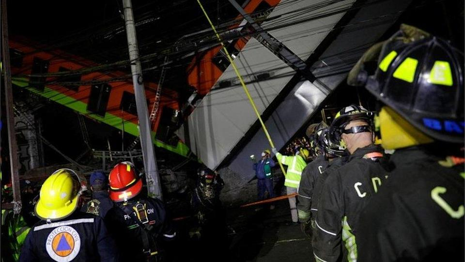 Rescuers work at a crash site in Mexico City, Mexico. Photo: 4 May 2021
