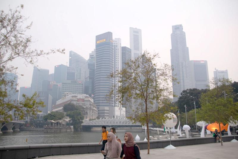 Buildings in Singapore's central business district shrouded by haze on 14 September 2019. (PHOTO: Dhany Osman / Yahoo News Singapore)