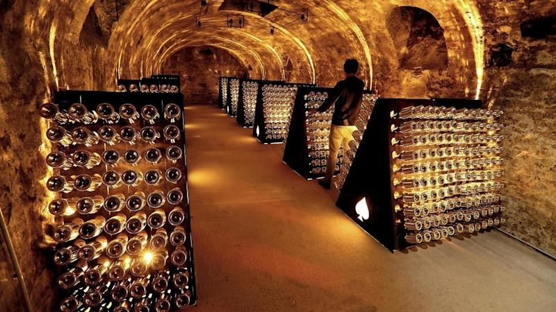 Sombre global mood dims champagne sales