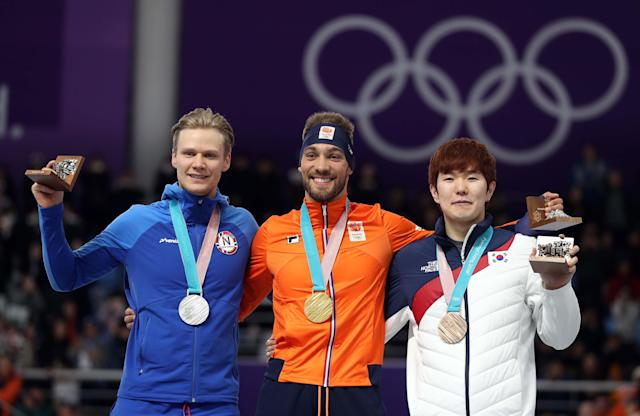 Speed Skating - Pyeongchang 2018 Winter Olympics - Men's 1000m competition finals - Gangneung Oval - Gangneung, South Korea - February 23, 2018 - Gold medalist Kjeld Nuis of Netherlands, silver medalist Havard Lorentzen of Norway and bronze medalist Tae-Yun Kim of South Korea celebrate during the victory ceremony. REUTERS/Lucy Nicholson