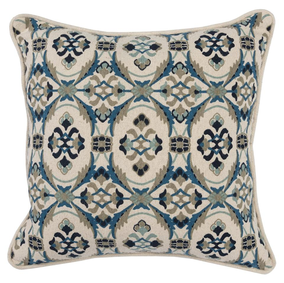 """<p>The <a href=""""https://www.popsugar.com/buy/Lira-Navy-Blue-Square-Pillow-Blue-497675?p_name=Lira%20Navy%20Blue%20Square%20Pillow%20Blue&retailer=modsy.com&pid=497675&price=79&evar1=casa%3Aus&evar9=46711719&evar98=https%3A%2F%2Fwww.popsugar.com%2Fhome%2Fphoto-gallery%2F46711719%2Fimage%2F46712545%2FGet-Look-Lira-Navy-Blue-Square-Pillow-in-Blue&list1=home%20decor%2Chome%20shopping&prop13=api&pdata=1"""" rel=""""nofollow"""" data-shoppable-link=""""1"""" target=""""_blank"""" class=""""ga-track"""" data-ga-category=""""Related"""" data-ga-label=""""http://www.modsy.com/studio/shared/684753/design/422274/product/1491666"""" data-ga-action=""""In-Line Links"""">Lira Navy Blue Square Pillow Blue</a> ($79) brings a beautiful touch of color and pattern, contrasting with the coral of the couch but not clashing.</p>"""