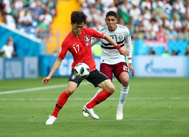 Soccer Football - World Cup - Group F - South Korea vs Mexico - Rostov Arena, Rostov-on-Don, Russia - June 23, 2018 South Korea's Lee Jae-sung in action with Mexico's Edson Alvarez REUTERS/Marko Djurica