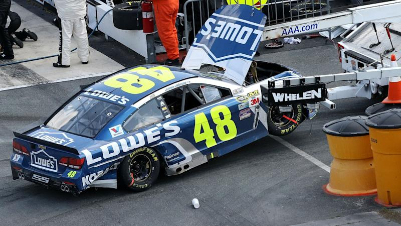 Jimmie Johnson's title hopes end with blown tire at Phoenix