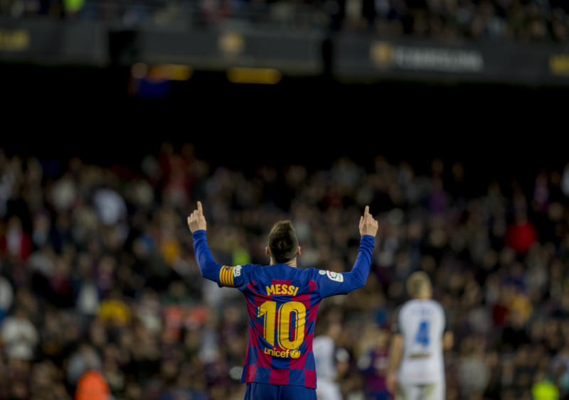Messi closes year with 50 goals as Barcelona routs Alavés