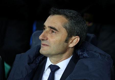 Soccer Football - Champions League - FC Barcelona vs Sporting CP - Camp Nou, Barcelona, Spain - December 5, 2017. Barcelona coach Ernesto Valverde looks on REUTERS/Albert Gea