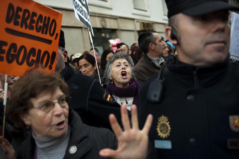 Spanish police: 2 commit suicide over eviction