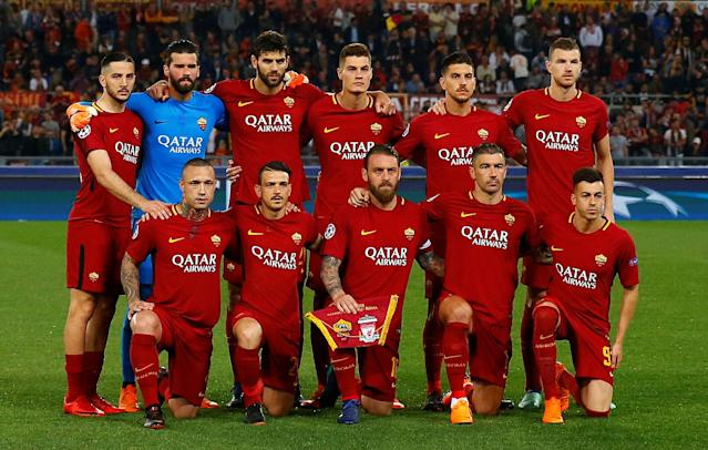 Soccer Football - Champions League Semi Final Second Leg - AS Roma v Liverpool - Stadio Olimpico, Rome, Italy - May 2, 2018 Roma players pose for a team group photo before the match REUTERS/Tony Gentile