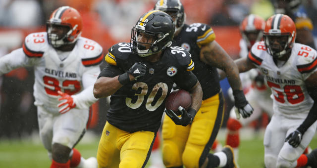 "<a class=""link rapid-noclick-resp"" href=""/nfl/teams/pit"" data-ylk=""slk:Pittsburgh Steelers"">Pittsburgh Steelers</a> running back <a class=""link rapid-noclick-resp"" href=""/nfl/players/30218/"" data-ylk=""slk:James Conner"">James Conner</a> (30) rushes for a 22-yard touchdown during the second half in Cleveland. (AP Photo/Ron Schwane)"