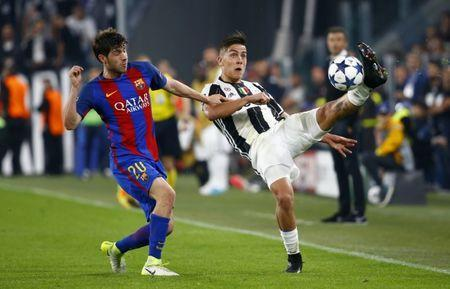 Football Soccer - Juventus v FC Barcelona - UEFA Champions League Quarter Final First Leg - Juventus Stadium, Turin, Italy - 11/4/17 Juventus' Paulo Dybala in action with Barcelona's Sergi Roberto Reuters / Stefano Rellandini Livepic