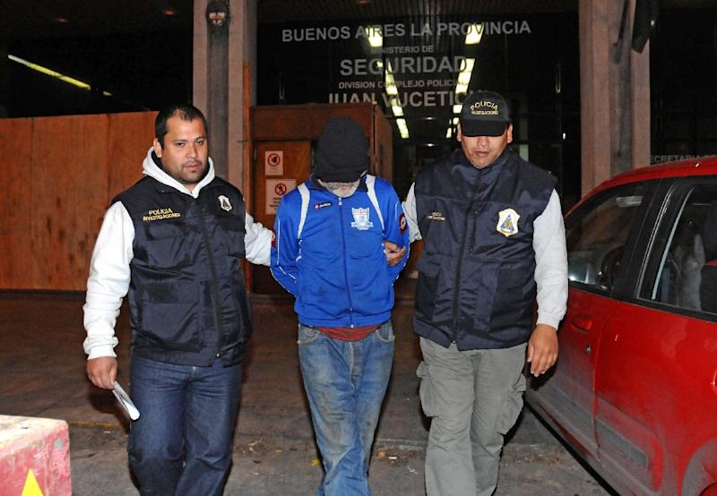 Argentinian Eduardo Oviedo (C) is escorted by police officers in Mar del Plata, Buenos Aires province, on September 4, 2015, as shown in this La Capital de Mar del Plata image (AFP Photo/Mauricio Arduin)