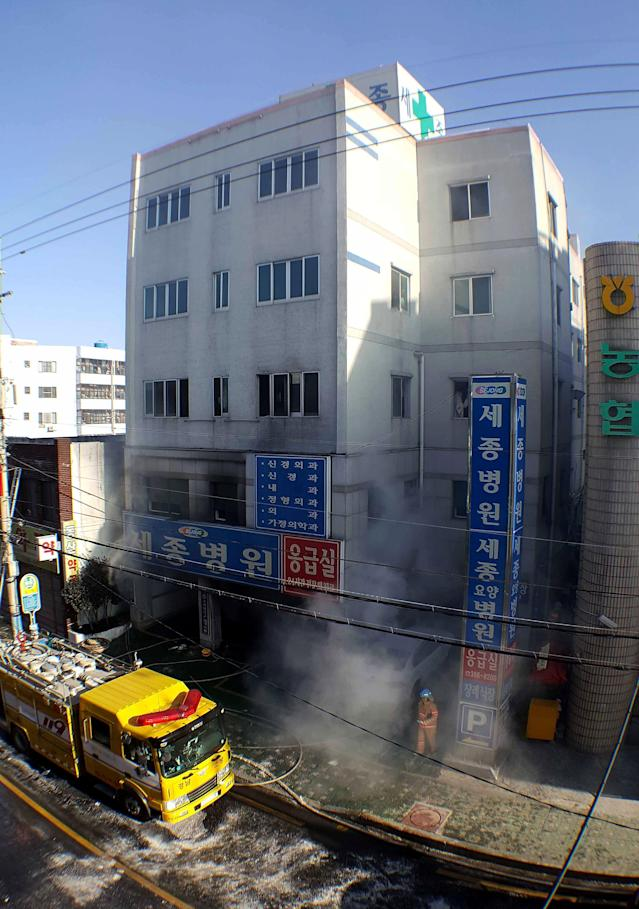 <p>Rescue workers searched a scorched, smoke-filled hospital on Jan. 26, 2018 in Miryang, South Korea. (Photo: Kim Gu-Yeon/Gyeongnam Domin Ilbo via Getty Images) </p>