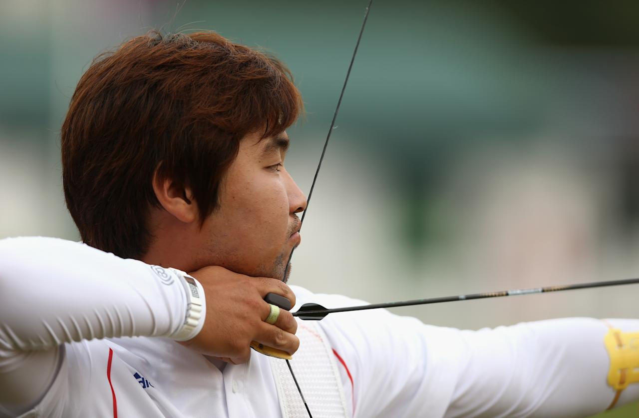 LONDON, ENGLAND - JULY 27:  Im Dong Hyun of Korea prepares to arch during the Men's Individual Archery Ranking Round on Olympics Opening Day as part of the London 2012 Olympic Games at the Lord's Cricket Ground on July 27, 2012 in London, England.  (Photo by Paul Gilham/Getty Images)