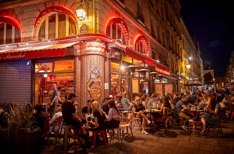 A packed bar on the Rue de Seine in Paris.