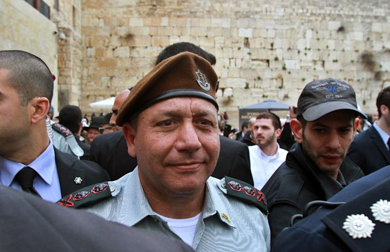 Israel's new Chief of Staff Gadi Eisenkot visits the Western Wall in the Old City of Jerusalem, following his swearing-in ceremony in February 2016