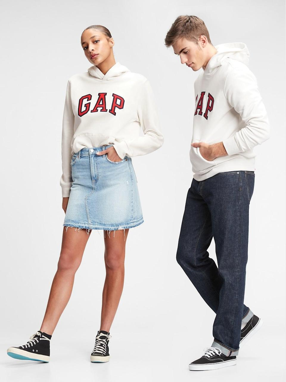 <p>Grab Katie's exact look with this <span>Gap Arch Logo Hoodie</span> ($47, originally $60). The best part about these hoodies is that their unisex so you can share them with your partner!</p>