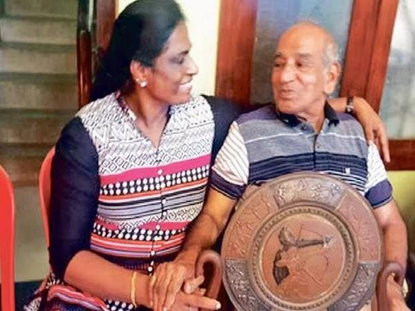 OM Nambiar with PT Usha (Photo: Twitter/@PTUshaofficial)