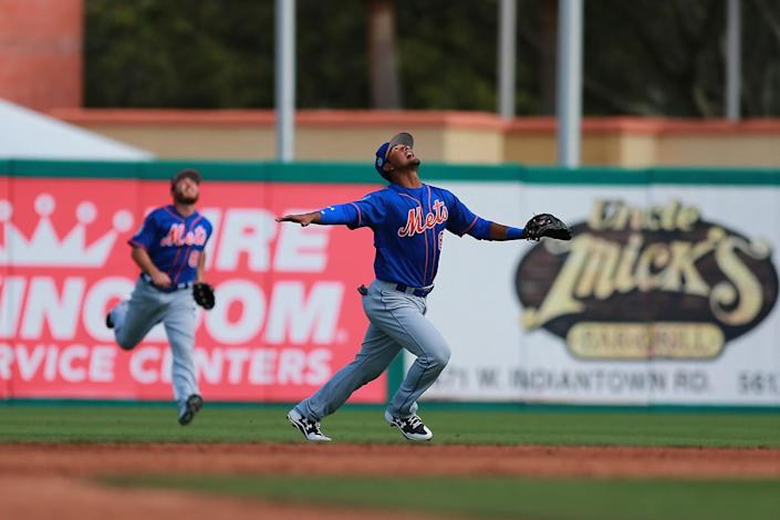 <p>New York Mets infielder Luis Carpio gets under a pop-up fly ball in the seventh inning of a spring training baseball game against the St. Louis Cardinals at Roger Dean Stadium in Jupiter, Fla., Wednesday, March 1, 2017.(Gordon Donovan/Yahoo Sports) </p>