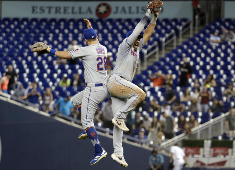Mets score 5 in the 1st, Wilson escapes jams to beat Marlins