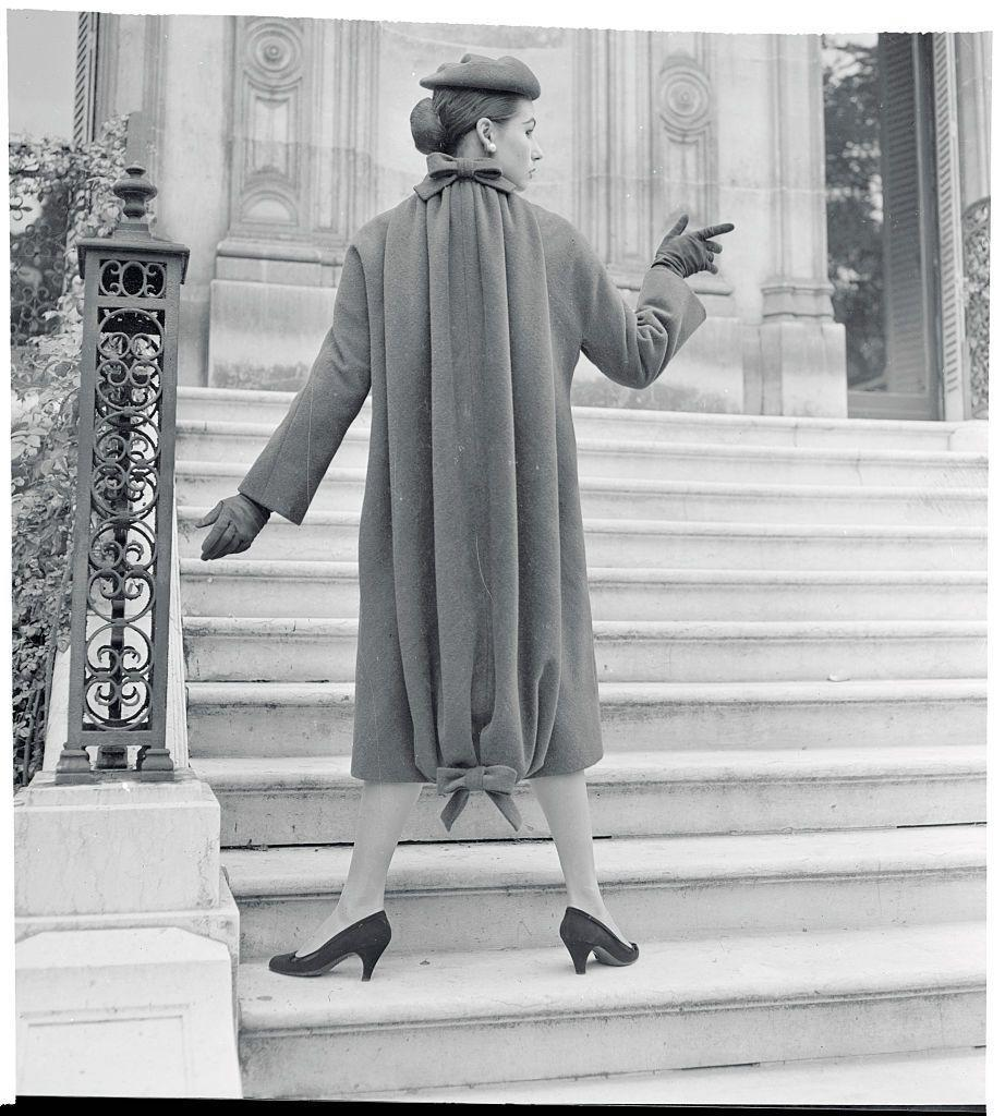 <p>Before you mistake this for another standard coat-and-hat ensemble, consider that Givenchy's fall and winter collection took a major risk. The drawstring design at the top and bottom of the velour coat made for an eye-catching aesthetic choice.<br></p>