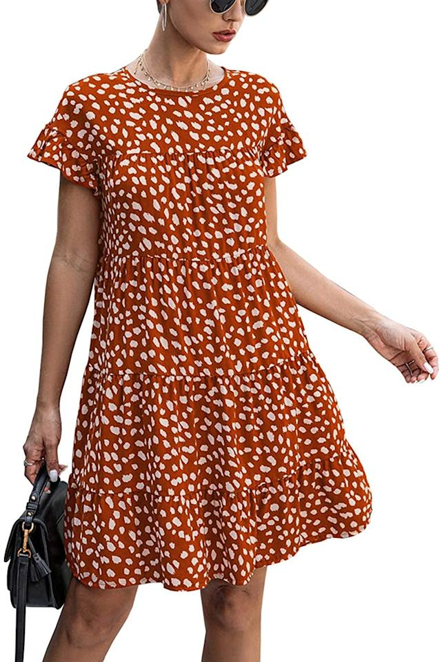 "<p>This <product href=""https://www.amazon.com/KIRUNDO-Summer-Sleeves-Leopard-Pleated/dp/B083GHLG99/ref=sr_1_25?dchild=1&amp;qid=1598911194&amp;rnid=1040660&amp;s=apparel&amp;sr=1-25&amp;th=1&amp;psc=1"" target=""_blank"" class=""ga-track"" data-ga-category=""internal click"" data-ga-label=""https://www.amazon.com/KIRUNDO-Summer-Sleeves-Leopard-Pleated/dp/B083GHLG99/ref=sr_1_25?dchild=1&amp;qid=1598911194&amp;rnid=1040660&amp;s=apparel&amp;sr=1-25&amp;th=1&amp;psc=1"" data-ga-action=""body text link"">KIRUNDO Tiered Dress</product> ($26) is perfect for the pumpkin patch.</p>"