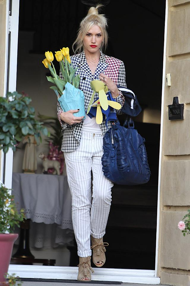 Gwen Stefani looked festive as she exited her parents' home in Los Angeles carrying a pot of yellow tulips. Of course, the pop star and her hubby Gavin Rossdale also celebrated the holiday with their adorable sons, Kingston and Zuma. (4/8/2012)
