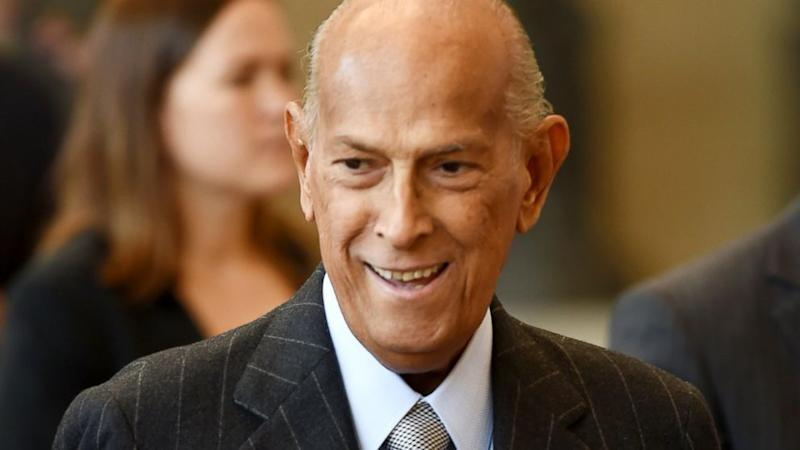 Iconic Fashion Designer Oscar de la Renta Dies at 82